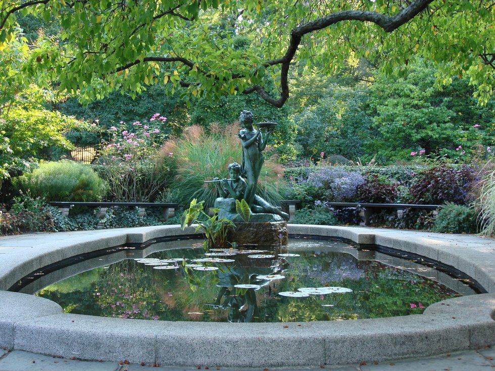 Exceptionnel Conservatory Garden Fountain