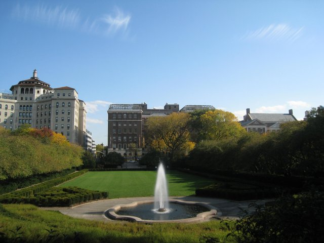 The fountain and lawn in the Conservatory Garden