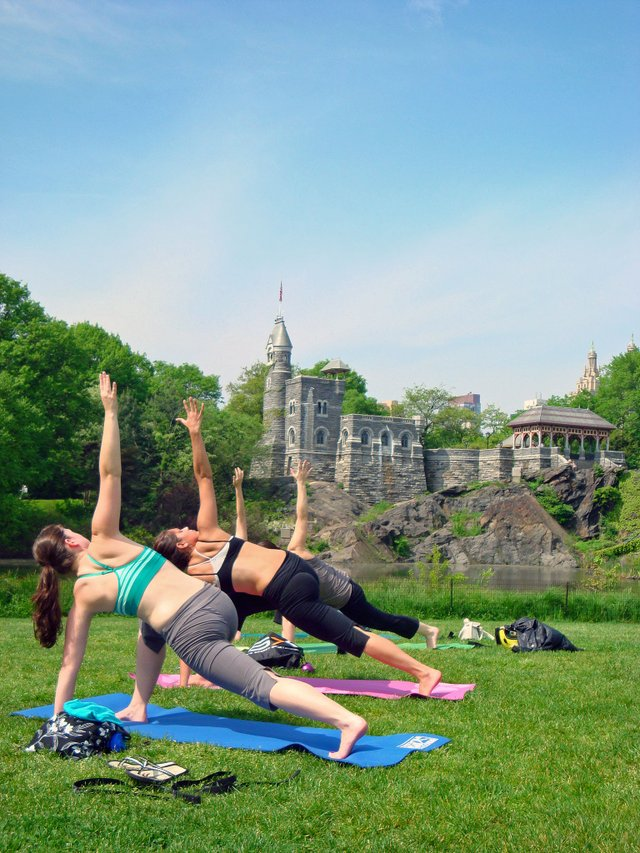 Lovely Life NYC Yoga in the Park