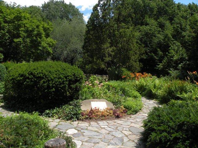 shakespeare-gardens.jpe