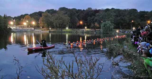 Halloween-Parade-and-Pumpkin-Flotilla