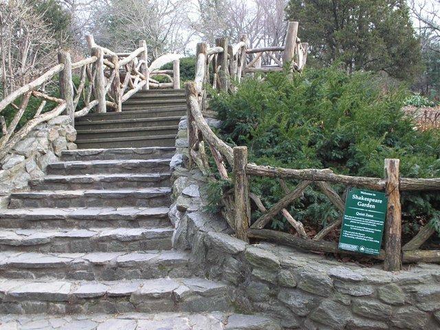 shakespeares-garden-steps.jpe